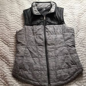North face zip up vest size m never worn !